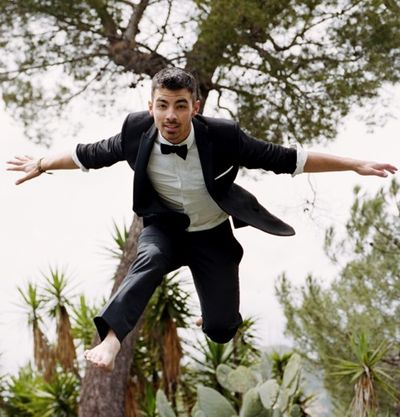 Joe-jonas-flying high